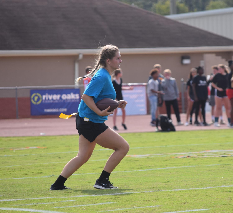 Jasmine+Hart%2C+sophomore%2C+running+down+the+field.
