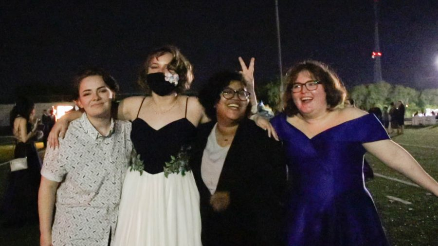 Emily McCollum, Allison DeHart, Shariah Chanthaboun, and others posed for photographs.